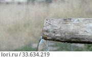 Купить «Spring water, wooden well source clear water», видеоролик № 33634219, снято 25 апреля 2020 г. (c) Mikhail Erguine / Фотобанк Лори