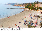 People spend time on the Cabo Roig beach. Costa Blanca, Spain (2020 год). Редакционное фото, фотограф Alexander Tihonovs / Фотобанк Лори