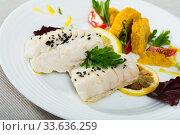 Codfish steamed and served with boiled corn, herbs and lemon. Стоковое фото, фотограф Яков Филимонов / Фотобанк Лори