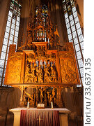 """Interior of St. James Church in Rothenburg Ob der Tauber, wooden behind the altar the image of the """" Holy Blood"""". Bavaria, Germany (2012 год). Редакционное фото, фотограф Наталья Волкова / Фотобанк Лори"""