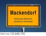 Ortseingangsschild von Mackendorf, Ortsteil der Gemeinde Bahrdorf, Landkreis Helmstedt, Niedersachsen, Deutschland, Europa. Стоковое фото, фотограф Zoonar.com/Stefan Ziese / age Fotostock / Фотобанк Лори