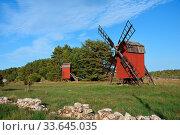 Windmill at the island oland in sweden in autumn with blue sky. Windmuehlen auf Oeland in Schweden. . Стоковое фото, фотограф Zoonar.com/Karin Jaehne / easy Fotostock / Фотобанк Лори