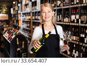 Купить «Female winemaker offering glass of wine for tasting», фото № 33654407, снято 7 июня 2020 г. (c) Яков Филимонов / Фотобанк Лори