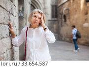 Elderly woman felt bad on city street. Стоковое фото, фотограф Яков Филимонов / Фотобанк Лори
