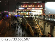 Berlin, Germany, the East Side Mall on Tamara-Danz-Strasse at night. Редакционное фото, агентство Caro Photoagency / Фотобанк Лори