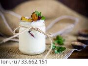 Купить «Homemade sweet yogurt with slices of ripe plums in a glass», фото № 33662151, снято 29 апреля 2020 г. (c) Peredniankina / Фотобанк Лори