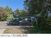 Купить «Многоцелевой транспортный вертолет Ми-8Т в парке Победы в городе Вологде», фото № 33666843, снято 20 августа 2019 г. (c) Николай Мухорин / Фотобанк Лори