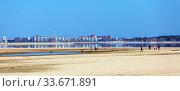 Вид на обмелевшее Обское море и город Новосибирск со стороны города Бердска. Стоковое фото, фотограф Евгений Мухортов / Фотобанк Лори