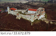 Aerial view of ruined castle complex in Janowiec, Poland. Стоковое видео, видеограф Яков Филимонов / Фотобанк Лори