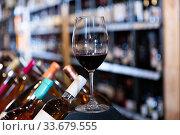 Red wine glass in wine shop. Стоковое фото, фотограф Яков Филимонов / Фотобанк Лори