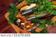 Sliced appetizing smoked mackerel with parsley closeup. Стоковое фото, фотограф Яков Филимонов / Фотобанк Лори