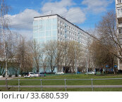 Купить «Девятиэтажный четырёхподъездный панельный жилой дом серии I-515/9Ш, построен в 1978 году. Алтайская улица, 15. Район Гольяново. Город Москва», эксклюзивное фото № 33680539, снято 26 апреля 2020 г. (c) lana1501 / Фотобанк Лори