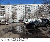 Купить «Девятиэтажный четырёхподъездный панельный жилой дом серии I-515/9м (1979 года постройки). Красноярская улица, 3, корпус 1. Район Гольяново. Город Москва», эксклюзивное фото № 33680747, снято 26 апреля 2020 г. (c) lana1501 / Фотобанк Лори
