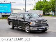 Dodge Ram 1500 (2013 год). Редакционное фото, фотограф Art Konovalov / Фотобанк Лори