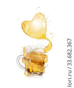 Купить «Heart splash of light beer above full glass mug of fresh beverage.», фото № 33682367, снято 8 ноября 2013 г. (c) Ярослав Данильченко / Фотобанк Лори