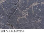 Asie, Mongolie, Ouest de la Mongolie, Montagnes de l'Altai, Vallée des peintures rupestres, Rochers avec des gravres rupestres, datées entre - 8000 à... Стоковое фото, фотограф Morales / age Fotostock / Фотобанк Лори