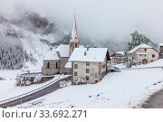 Купить «The village of Rein in Taufers in winter, Valle Aurina, South Tyrol, Italy», фото № 33692271, снято 7 июля 2020 г. (c) easy Fotostock / Фотобанк Лори