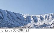 Купить «Timelapse of sun movement on crystal clear sky over snow mountain top. Yellow grass at autumn meadow. Wild endless nature.», видеоролик № 33698423, снято 5 февраля 2020 г. (c) Александр Маркин / Фотобанк Лори