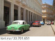 Купить «Vintage American cars used as taxis in front of the colonial buildings in Center Havana, La Habana, Cuba, West Indies, Central America», фото № 33701651, снято 17 апреля 2018 г. (c) age Fotostock / Фотобанк Лори