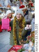 Girl at Christmas market. Стоковое фото, фотограф Яков Филимонов / Фотобанк Лори