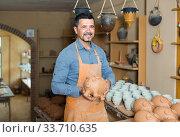 Купить «Craftsman in ceramic workshop», фото № 33710635, снято 10 июля 2020 г. (c) Яков Филимонов / Фотобанк Лори