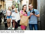 Купить «Couple walking with camera», фото № 33710659, снято 27 мая 2020 г. (c) Яков Филимонов / Фотобанк Лори