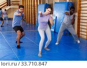 People warming up at gym. Стоковое фото, фотограф Яков Филимонов / Фотобанк Лори