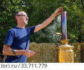 Купить «Процесс растопки старинного самовара», фото № 33711779, снято 5 сентября 2019 г. (c) Вячеслав Палес / Фотобанк Лори