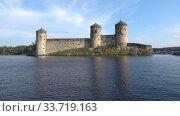 Купить «Вид на старинную крепость Олавинлинна солнечным июльским днем. Савонлинна, Финляндия», видеоролик № 33719163, снято 24 июля 2018 г. (c) Виктор Карасев / Фотобанк Лори