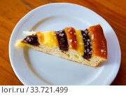 Sponge cake with milk and chocolate creams. Стоковое фото, фотограф Яков Филимонов / Фотобанк Лори