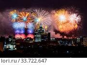 Салют над Москвой в честь 75-летия Великой Победы 9 мая 2020 года. Стоковое фото, фотограф Мария Москвицова / Фотобанк Лори