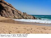 Seashore with big stones. India. Kerala. (2014 год). Стоковое фото, фотограф Вознесенская Ольга / Фотобанк Лори