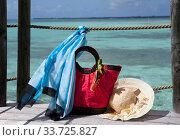 Beach bag and sun-protection hat on sea  background. Стоковое фото, фотограф Вознесенская Ольга / Фотобанк Лори