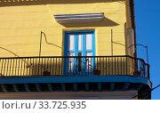 Купить «Bright balcony of an old colonial house in Havana, Cuba», фото № 33725935, снято 27 января 2013 г. (c) Вознесенская Ольга / Фотобанк Лори