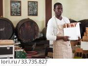 salesman holding cardboard box with bottles. Стоковое фото, фотограф Яков Филимонов / Фотобанк Лори