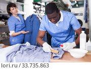 Laundry worker during daily work. Стоковое фото, фотограф Яков Филимонов / Фотобанк Лори