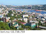 Купить «Общий вид на город Владивосток летом в ясную погоду», фото № 33738759, снято 31 августа 2017 г. (c) Овчинникова Ирина / Фотобанк Лори