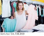 Girl shopping at the apparel store. Стоковое фото, фотограф Яков Филимонов / Фотобанк Лори