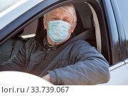 Old man taxi driver with one-use medical mask, portrait. Стоковое фото, фотограф Кекяляйнен Андрей / Фотобанк Лори