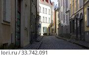 Купить «empty street of Tallinn city old town», видеоролик № 33742091, снято 12 апреля 2020 г. (c) Syda Productions / Фотобанк Лори