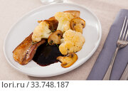 Купить «Cauliflower with roasted pork belly and mushrooms», фото № 33748187, снято 5 июля 2020 г. (c) Яков Филимонов / Фотобанк Лори