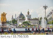 Купить «ВДНХ», фото № 33750535, снято 14 июля 2019 г. (c) Алёшина Оксана / Фотобанк Лори