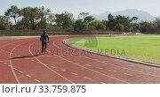 Купить «Disabled mixed race man with prosthetic legs running on race track», видеоролик № 33759875, снято 17 марта 2020 г. (c) Wavebreak Media / Фотобанк Лори