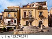 Piazza Duomo in Taormina, Sicily, Italy (2019 год). Стоковое фото, фотограф Коваленкова Ольга / Фотобанк Лори