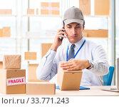Купить «Male employee working in box delivery relocation service», фото № 33771243, снято 24 июля 2018 г. (c) Elnur / Фотобанк Лори