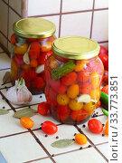 Cherry tomatoes canned. Стоковое фото, фотограф Марина Володько / Фотобанк Лори