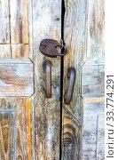 Old wooden gate with rusty padlock. Стоковое фото, фотограф FotograFF / Фотобанк Лори