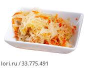 Купить «Plate with appetizing sauerkraut. Traditional russian dish», фото № 33775491, снято 6 июня 2020 г. (c) Яков Филимонов / Фотобанк Лори