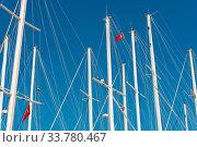 Купить «Schiffsmasten im Hafen von Bodrum, Türkei vor wolkenlosem Himmel Ship Mast in the port of Bodrum, Turkey in front of cloudless sky», фото № 33780467, снято 28 мая 2020 г. (c) easy Fotostock / Фотобанк Лори