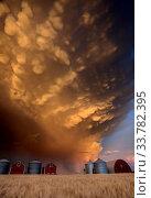 Купить «Storm Clouds Canada warning ominous skies Saskatchewan sunset», фото № 33782395, снято 27 мая 2020 г. (c) age Fotostock / Фотобанк Лори